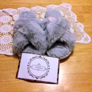 Cozy furry slippers, nwt